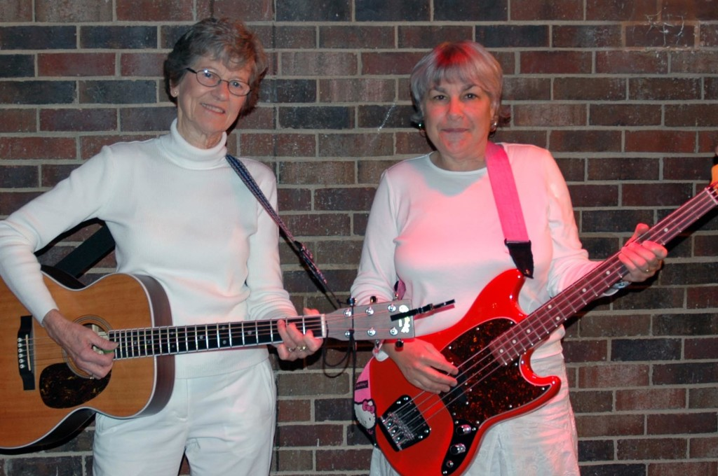 Marge Weber (angel-guitar) and Paula Lange (bass guitar)
